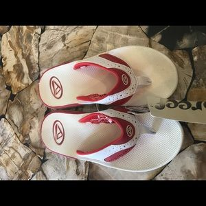 Reef Shoes - Brand new reef flip flops size 7